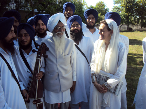 Dr Francesca Cassio with Prof. Kartar Singh at the Gurmat Sangeet Vidyalay, Anandpur Saheb