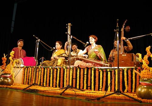 Francesca Cassio performing dhrupad at ICCR Tagore Centre, Kolkata