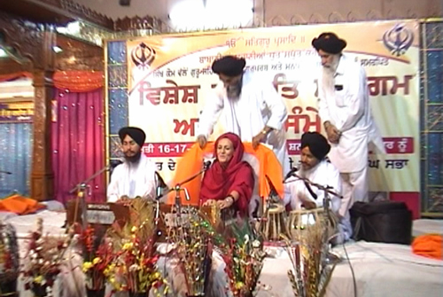 Dr. Francesca Cassio performing with Bhai Karnail Singh and Bhai Lakhwinder Singh