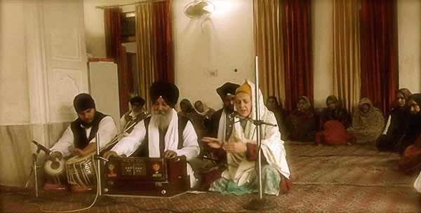 Dr. Francesca Cassio performing accompanied by the Hazoori Ragi Bhai Sant Narinder Singh and his jatha.